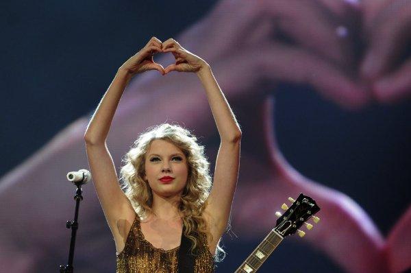 Heart-Hands-Taylor-Swift-wsj